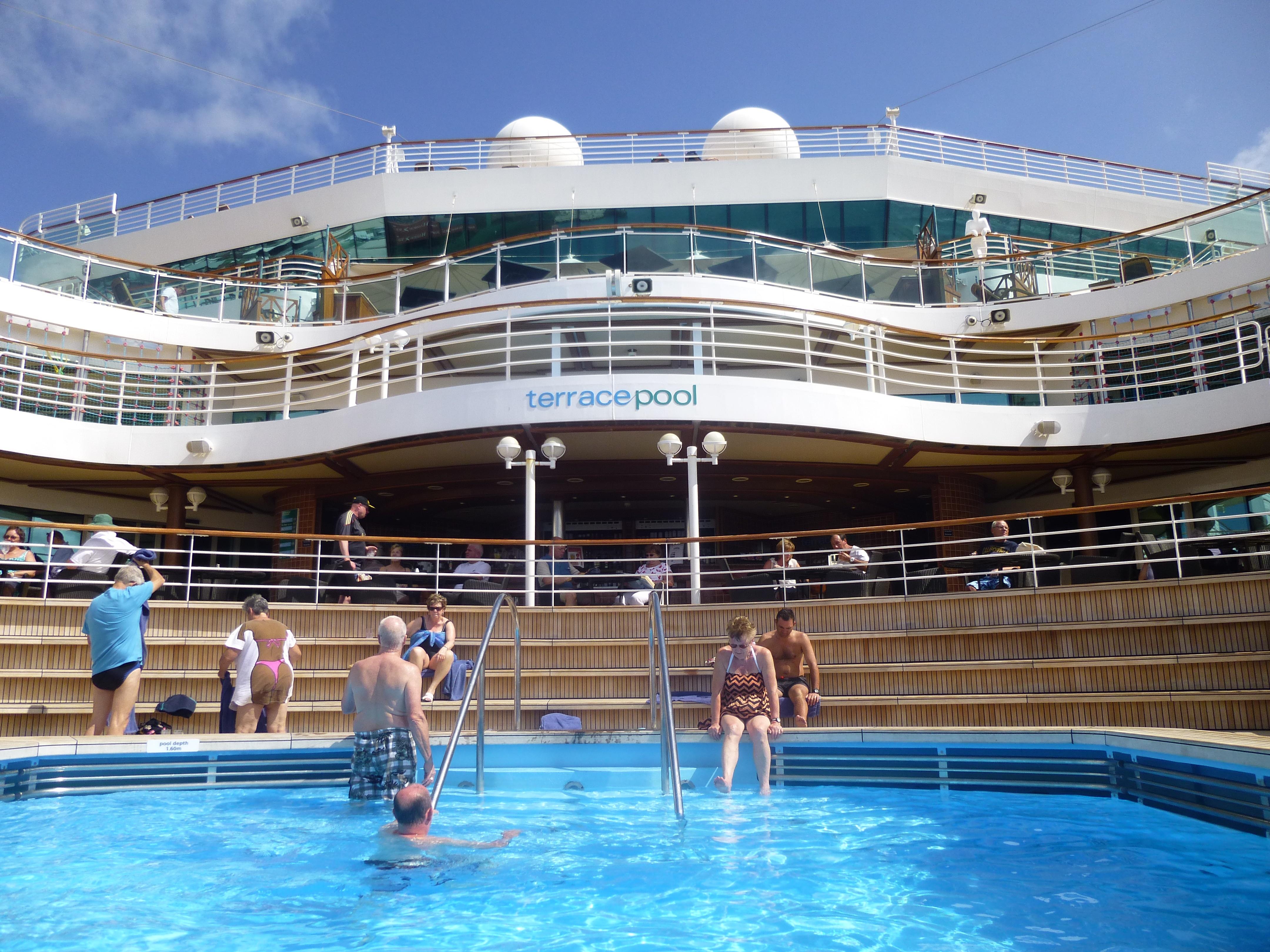 Cruise review p o cruises azura caribbean part 6 for Terrace pool